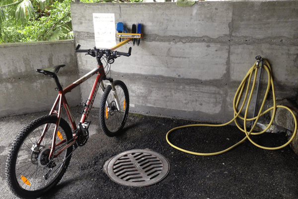 BiciWashing Compact Washing Station for Bicycles with protective claw
