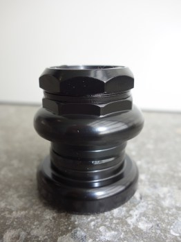 Low stack height headset for short forks with loose bearings and silver, black or chrome finish
