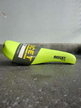 Avocet Racing Saddle for MTB in neon yellow