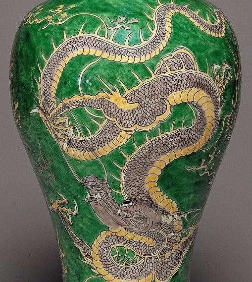 Famille verte Kangxi Period Dragon vase