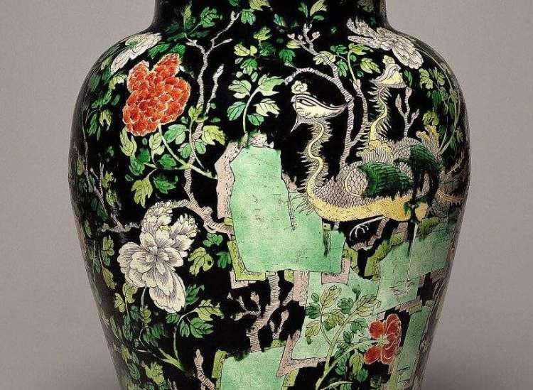 Chinese Kangxi Famille Noire Vase Detail