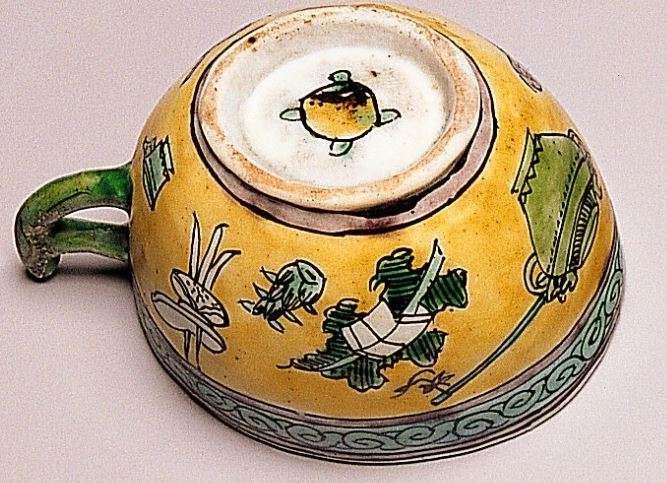 base Kangxi Famille Verte biscuit Cup