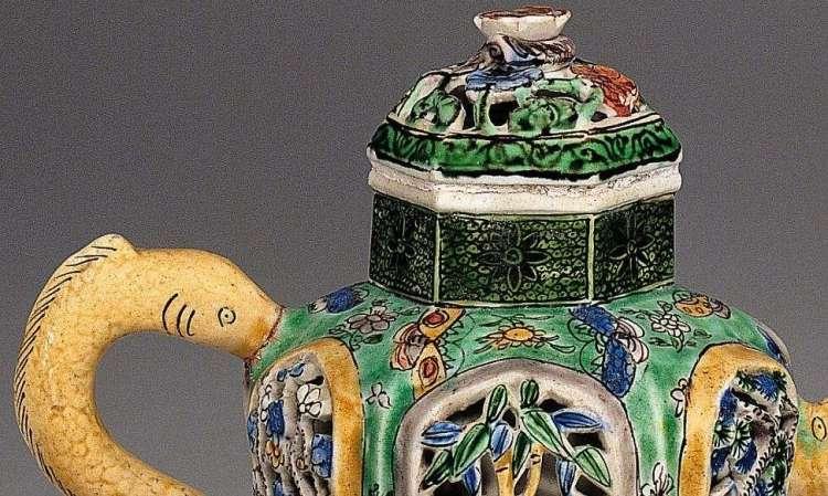 Chinese Famille Verte Wine Pot