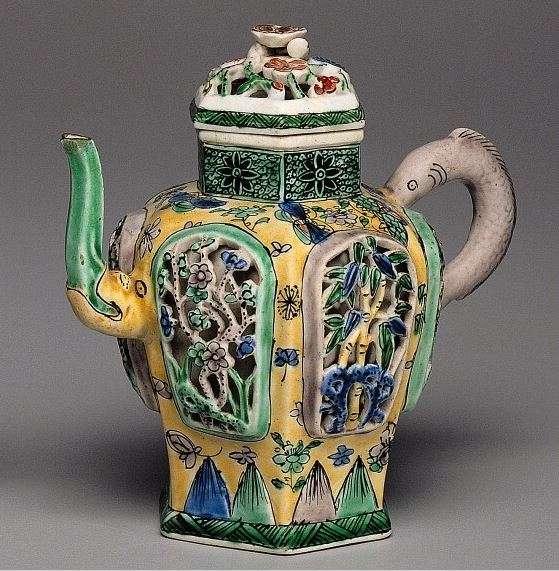 18th C. Kangxi Chinese Wine Pot