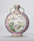 _exceptional_small_pink-ground_famille_rose_moonflask_qianlo)