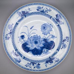 Chinese Blue and White Export Porcelain Charger With Floral Decoration. 18th Century