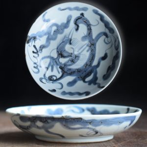 Antique Chinese blue & white dish with Dragon over the wall design, Dehua Kiln