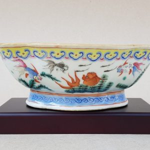 An antique Tongzhi mark and period Chinese famille rose ogival shaped porcelain bowl painted with gold fishes.