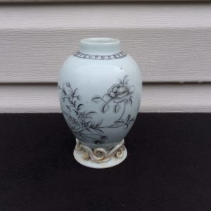 18th Century Chinese Export Porcelain Tea Caddy/ Cabnet Vase