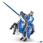 Roi au dragon bleu avec lance et son cheval