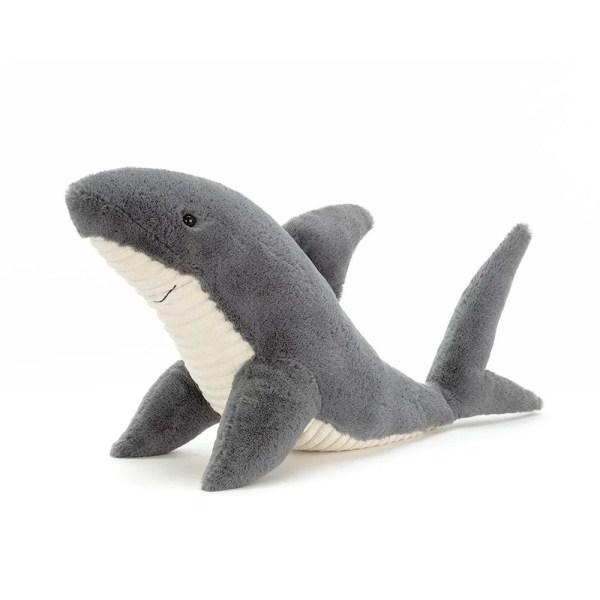 La peluche Shadow le Requin est très douce, idéale dès la naissance.