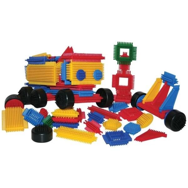Ce jeu de cubes de construction genre clipo contient 272 cubes de construction en plastique qui s'agrippent facilement les uns aux autres et dans tous les sens offrant ainsi un maximum de possibilités de création.