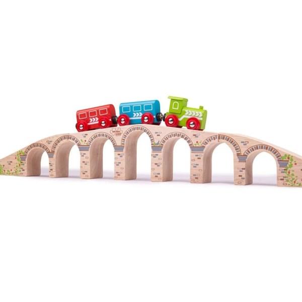 Ce viaduc pont pour circuit de train en bois a une longueur de 69,5 cm.