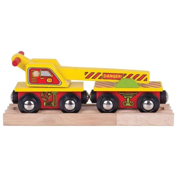 Le wagon grue train en bois est fourni sur des rails en bois.