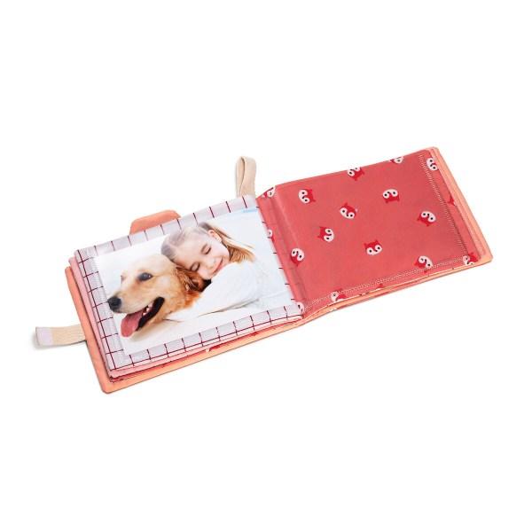 Ce jouet d'éveil permettra ainsi à l'enfant de se situer au sein de sa famille.