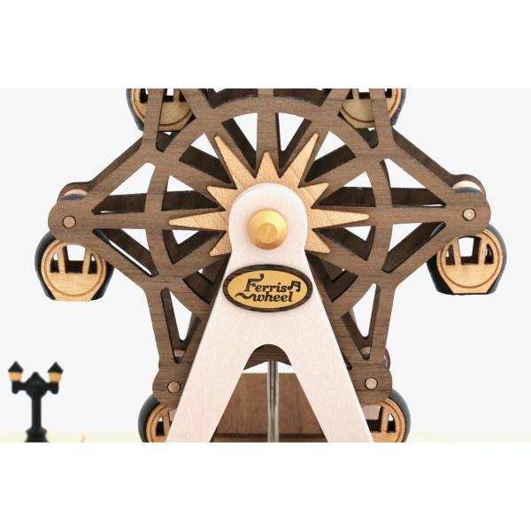 détail de la grande roue de la Boîte à musique grande roue