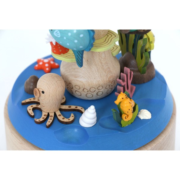 détails du socle de la Boite à musique plongeur avec la pieuvre et des coquillages