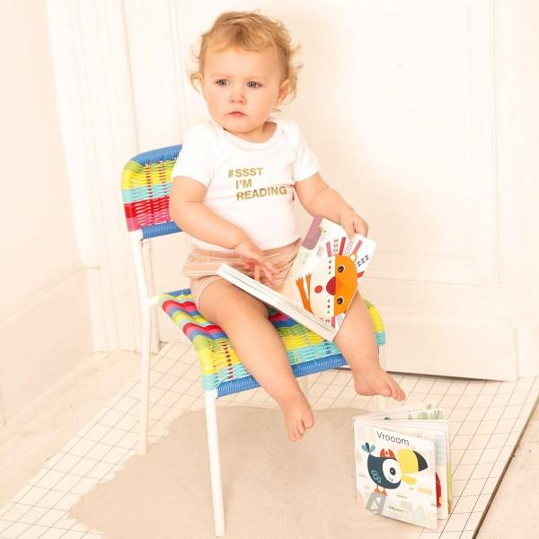 Les jeunes enfants à partir de 1 an peuvent manipuler eux-mêmes le livre tactile et sonore