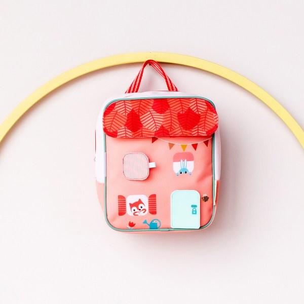 Fabriqué à partir de matières 100% recyclées, c'est un sac à dos écologique d'une très grande légèreté.
