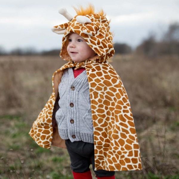 Cape de girafe portée par un enfant de face