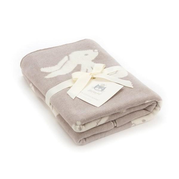 Elle est proposée en deux couleurs : beige clair et crème ou bien en rose pâle et crème.