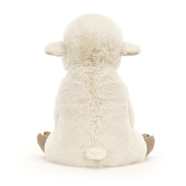 L'agneau Libby pourra prendre place dans le berceau ou partir en promenade dans le cosy et deviendra vite le doudou dont on ne se sépare plus.