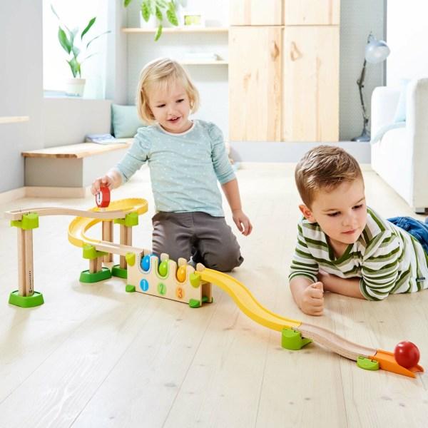 Toboggan circuit Kullerbu Chiffres et Couleurs avec deux enfants qui jouent