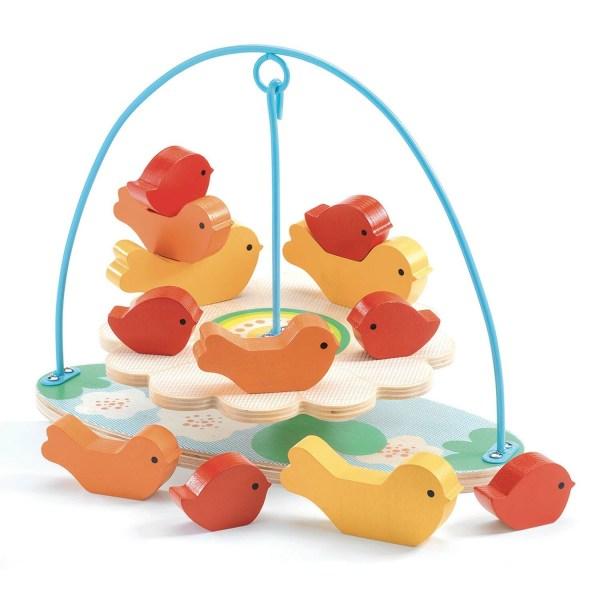 Stabilou jeu d'équilibre avec des oiseaux rouges orange et jaunes empilés sur un plateau tenu en équilibre par une tige en fer