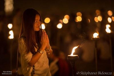 thai-woman-praying