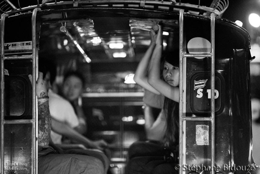 yi peng-chiang mai-songthaew-woman