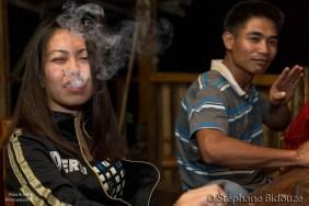 Jenefer essayant la cigarette électronique