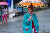 woman-banaue-umbrella-rain