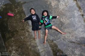 banaue-kids-lying-rain