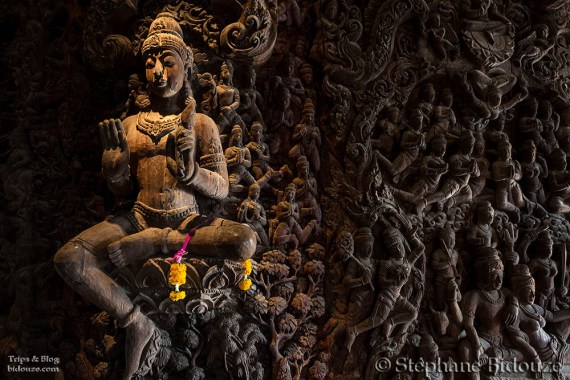 statue-interieur-sanctuaire-verite