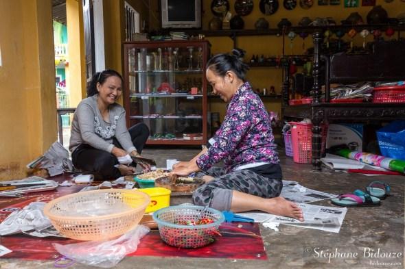 vietnam-femme-cuisine-sol-maison