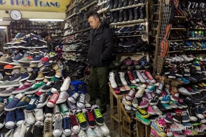 chaussure-vendeur-magasin-client-hanoi