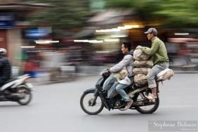 mobylette-vietnam-tranports-hanoi