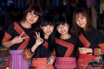 vietnamienne-femmes-jeunes-tradition-costumes