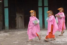 nonnes-roses-mandalay-myanmar
