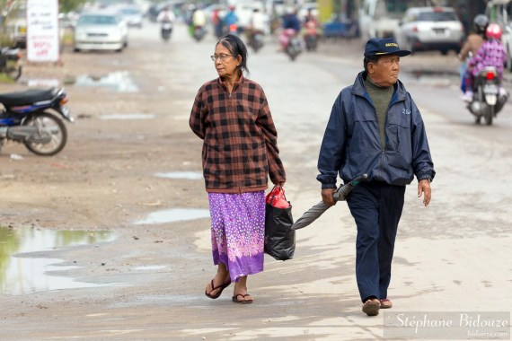 people-mandalay-walking