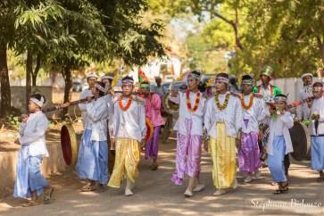 defilé-nouveau-moine-birmanie