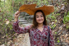 feuille-géante-thailande-thai-fille