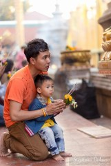 thai-kid-man-praying-temple