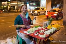 offrande-bouddhisme-bangkok-vendeur