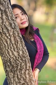 femme-thailandaise-arbre