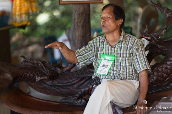 artiste-thai-sculpture-bois-trempé