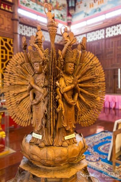 Sculpture de Guan Yin aux mille mains