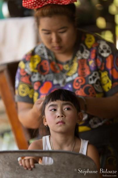 fille-maquillage-mère-thailande