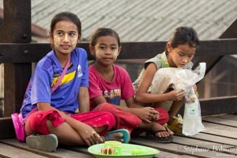 enfants-Sangkhlaburi-vendeurs