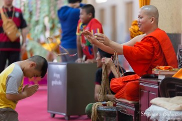 moine-bouddhiste-chapelet